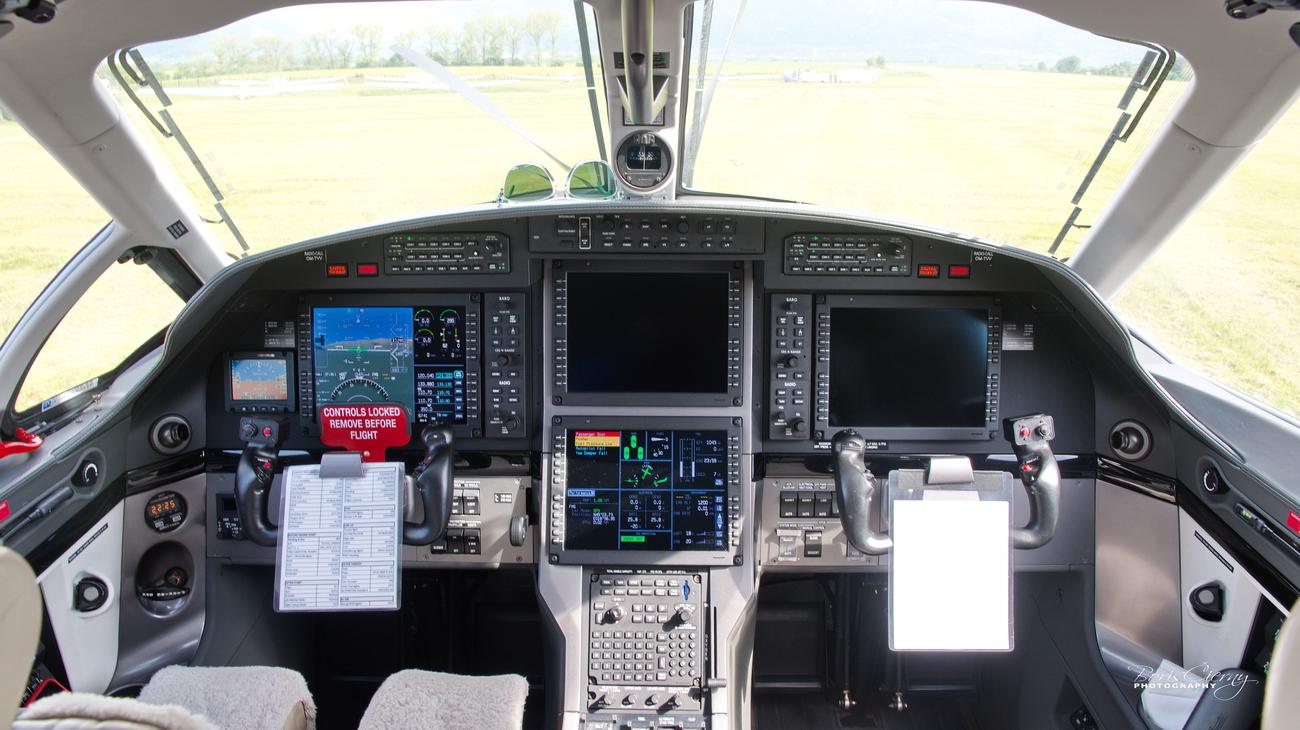 OM-TVV, Pilatus PC12 NG, TatraJet Letisko Martin cockpit