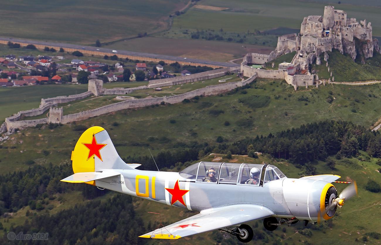 OMBRE - letecká škola, výcvik pilotov, vyhliadkové lety, OMBRE, Yak 52, Akrobacia, Maroš Stavjarský